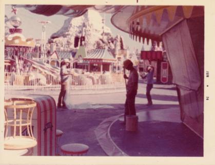 Sundek in Theme Parks