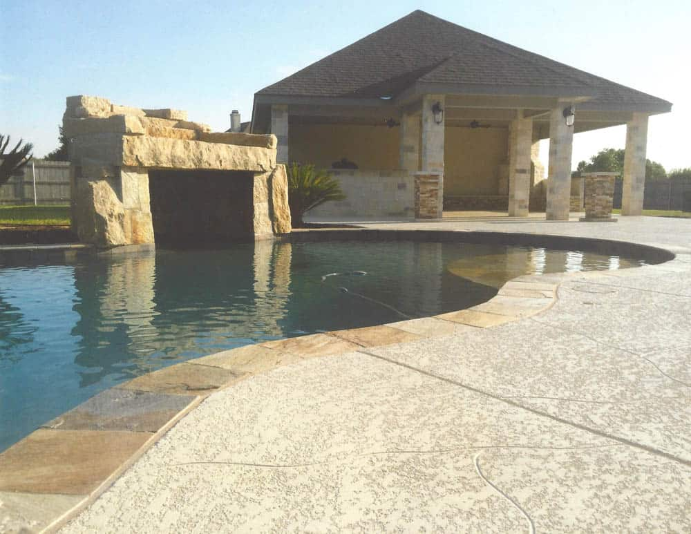 Well maintained pool deck coating